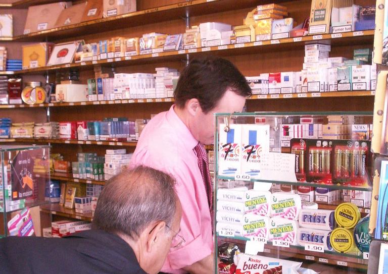 """Peligroso """"efecto rebote"""" de la campaña que equipara tabaco y vapeo del Ministerio de Sanidad. """"Dejar de vapear para volver a fumar o fumar más que antes""""."""